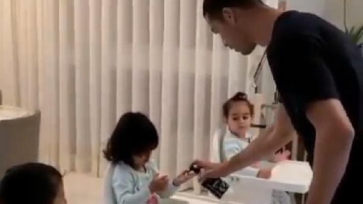Dzieci, umyjcie rączki! Ronaldo nie lekceważy zagrożenia (WIDEO)