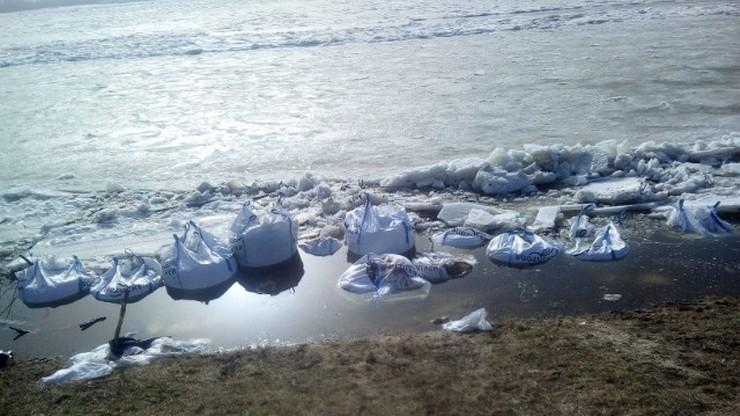 Lód ruszył w dół Wisły. Ryzyko podtopień