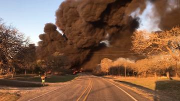 Potężna eksplozja pociągu w Teksasie. Kłęby dymu nad miastem