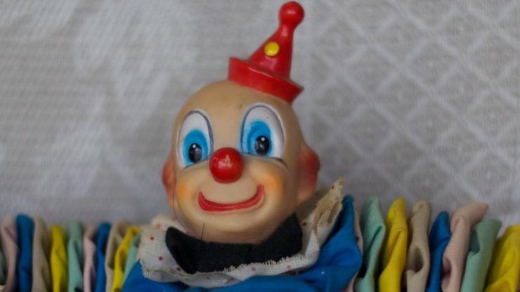 Klaun z siekierą na ulicach Szczecinka. Policja podejrzewa YouTuberów